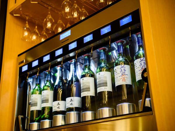 ワインサーバー(1杯¥500税込)自由にご利用いただけます。館内のお好きな場所でお愉しみください