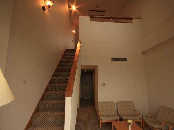 ロフトタイプのメゾネットルーム♪1Fリビング、バス・トイレ  2F 寝室