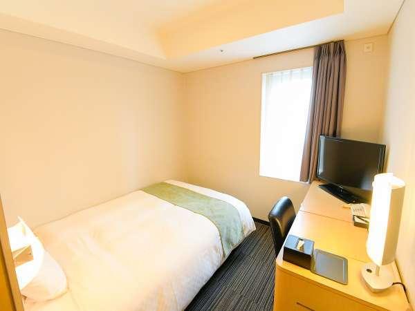 シングルB。広さ14平米、ベッド幅140cmのゆったり1名様専用シングルです。