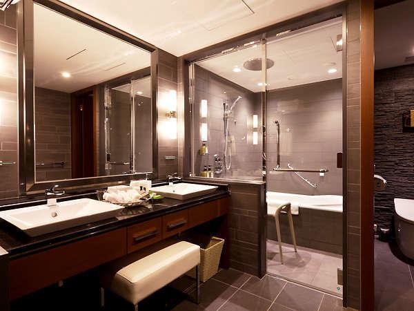 最上階「グランヴィアフロア」グランヴィアツイン レインシャワーや洗い場、浴室音響システム等のあるバス