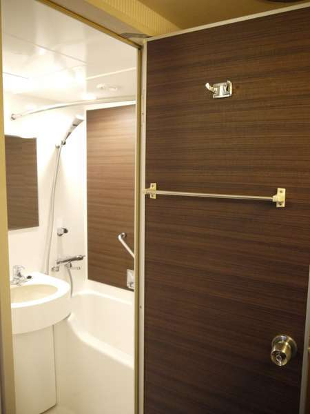 改装したバスルーム♪空気を含んだ水が出るので、お肌に優しい☆(一部)