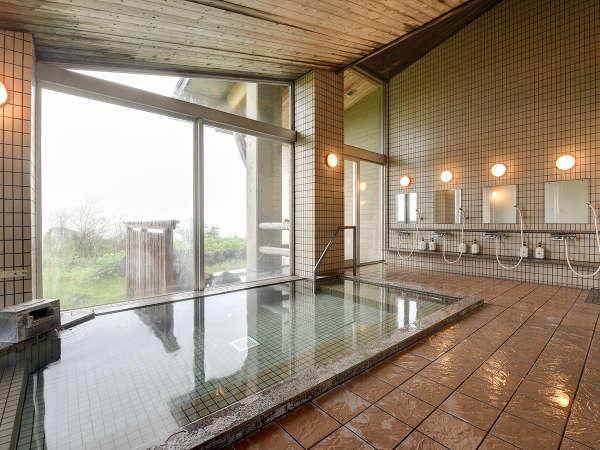 *【大浴場】天気が良いと日本海まで一望!