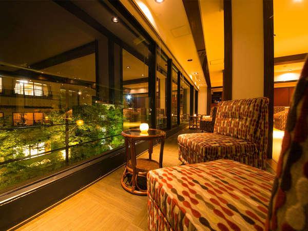 ◆リバー犬鳴◆ライトアップされた川を眺めながら本格的カクテルをお楽しみ頂けます