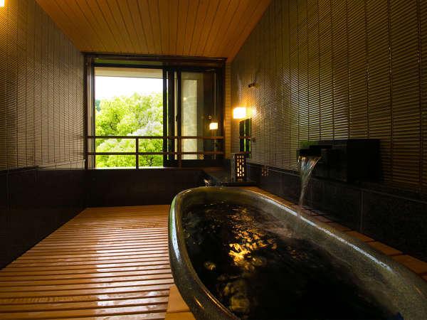 ◆貸切家族風呂「やよい」◆ 信楽焼の湯舟から、こんこんと流れる脇田の湯
