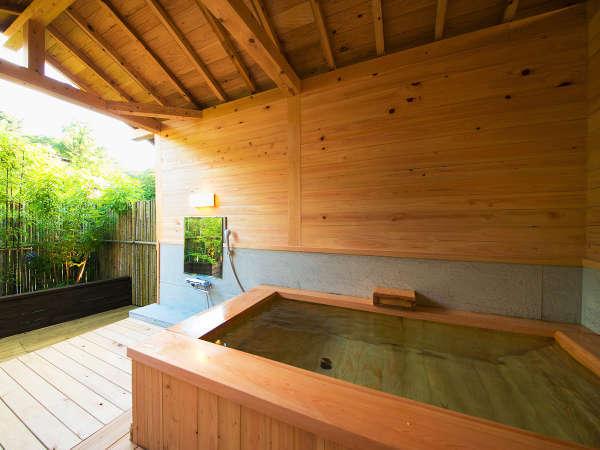 ◆‐つつじ‐客室露天風呂◆ 季節で趣が変わる庭園の中にあり、季節を肌で感じながら入浴いただけます