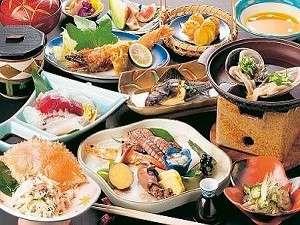 その日に水揚げされた魚介類を一番良い料理法にてご提供致します。(お料理の一例)