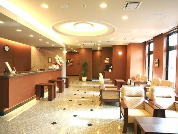 本館フロントロビー。待ち合わせ・面会時にご利用ください。セルフカフェ(無料)をご利用いただけます。