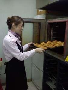 毎朝スタッフが愛を込めて焼き上げるパン