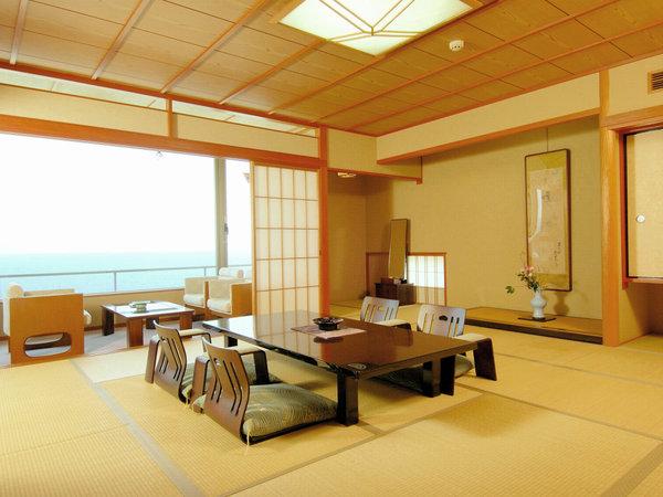 ≪海側和室(例)≫和の心をしつらえた趣きのある客室。窓を開ければ青々とした日本海の絶景が広がります。