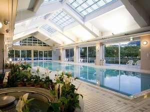 屋内温水25mプール。ご宿泊のお客様は無料でお楽しみ頂けます