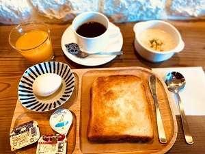 朝食7時~9時¥300