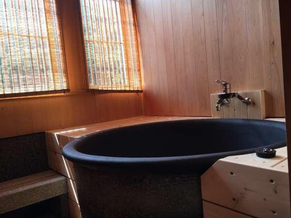 1例:半露天風呂付き客室信楽焼の美泡風呂となり美容にもおすすめ♪