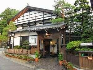 東山寺院街に囲まれ、静かな環境にあります