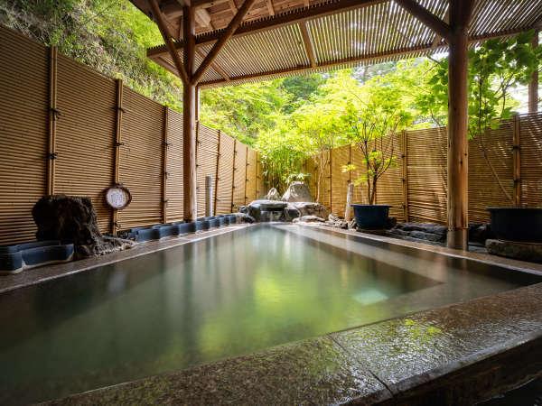 【吹の湯旅館】赤松林に囲まれた閑静な宿です。