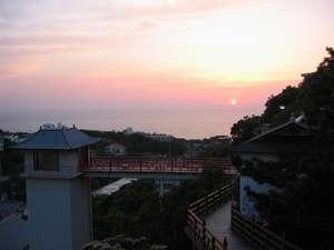【施設】当館敷地内から季節により夕陽が見えます。