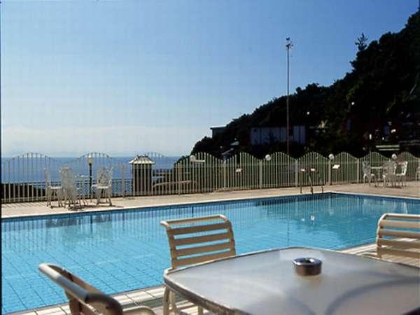 【施設】海ゆぅ庭屋外プール。夏季のみ営業。営業:9時~18時。チェックイン前、チェックアウト後も利用可
