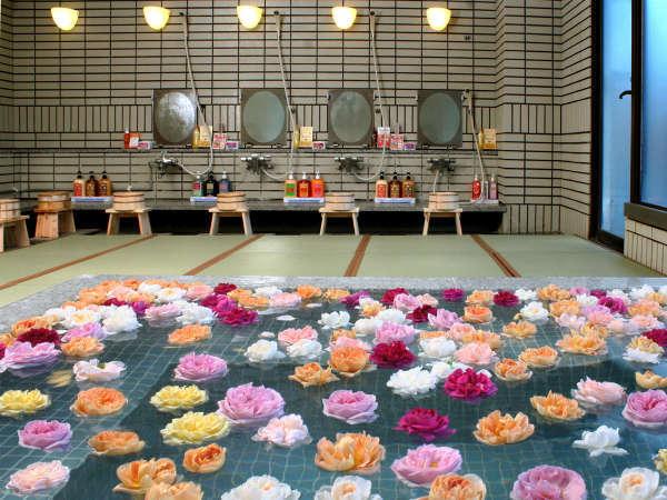 女性湯限定の自家栽培のバラ風呂(15時~22時頃まで)
