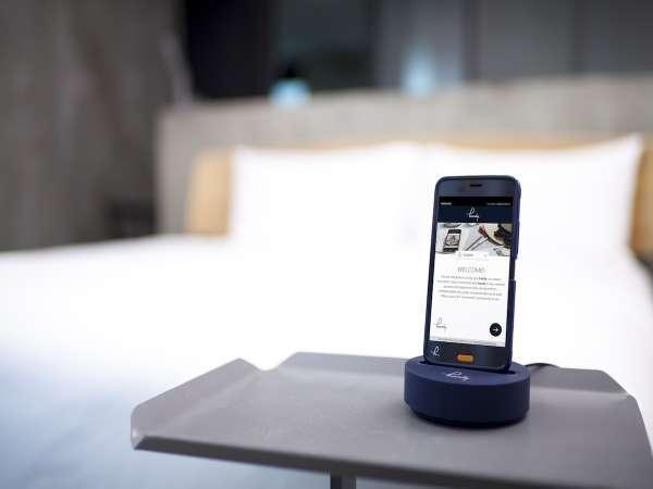 無料貸し出しスマートフォン「handy」を全室導入