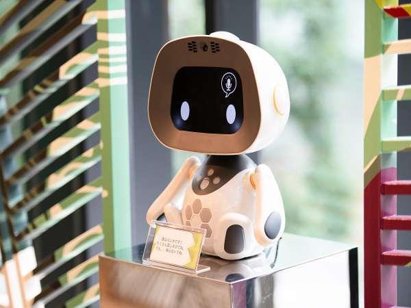 コミュニケーションロボット「unibo」ロビーにて皆様をお出迎えいたします♪