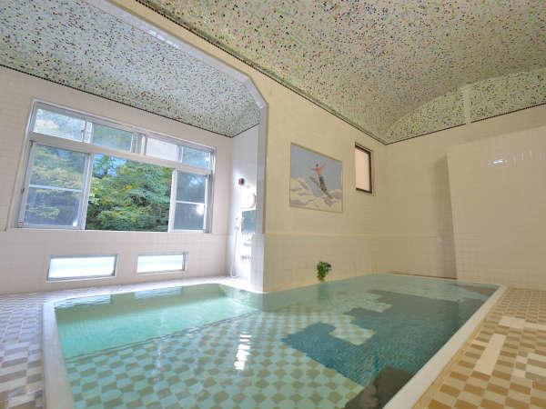 *大浴場/清流ゆびそ川の緑を望み明るく清潔でアーチ天井・モザイクタイルのお風呂