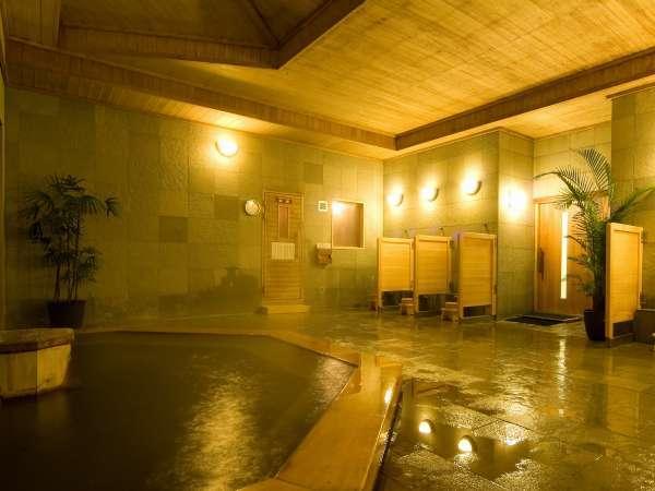 【大浴場】自家源泉かけ流し。大自然の恵みで身体の芯から疲れをじっくり癒します。
