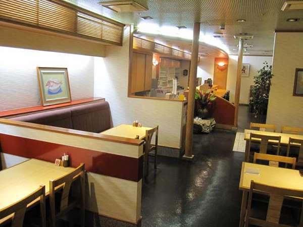 和食処『寿らく亭』食事場所一例。20時ラストオーダーです。酒類や飲食物の持ち込みは出来ません。