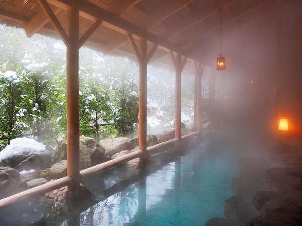 冬は湯けごしに鶴仙渓を望む「白鳥の湯」女性に安心♪湯巻きタオルも完備