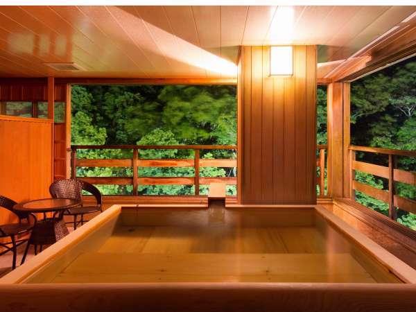 「月」露天風呂付き客室<一例>広々湯船で寛いで