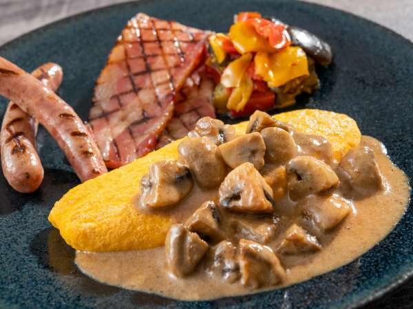 朝食メニュー・八幡平ジオファーム産マッシュルームを使用した「濃厚マッシュルームソースのオムレツ」