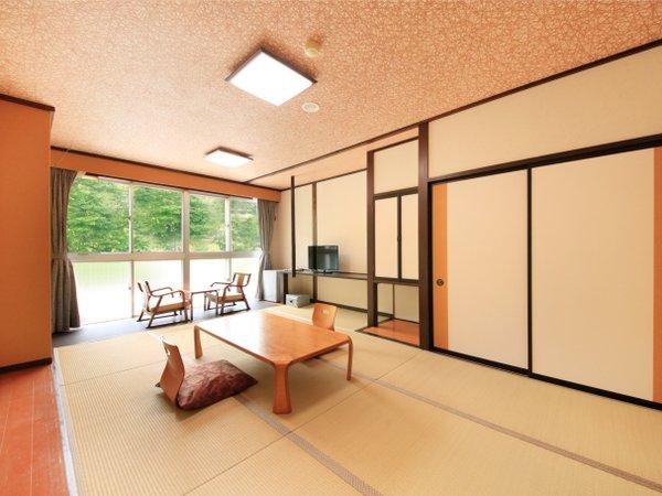 2階 リニューアル部屋(赤)客室1