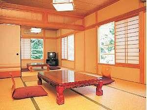 別館の10名までOKの和室。12畳と8畳の2間続きだからグループに最適