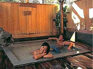 広々、檜の貸切温泉露天。ふぅ~脱力感。