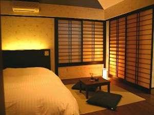 別館のWベッドの和洋室。「和モダン」な雰囲気です。