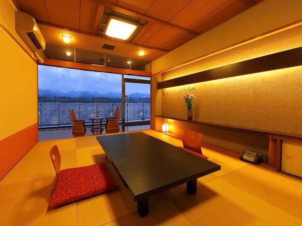 """◆日田の景色を堪能する贅沢空間!大きな窓からは目の前を流れる""""三隈川""""を堪能◆"""