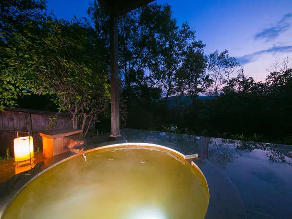 【宿房 翡翠之庄~The Kingfisher resort~】3万坪の丘に建つ離れの宿。炭酸泉の長湯温泉と名水に癒される