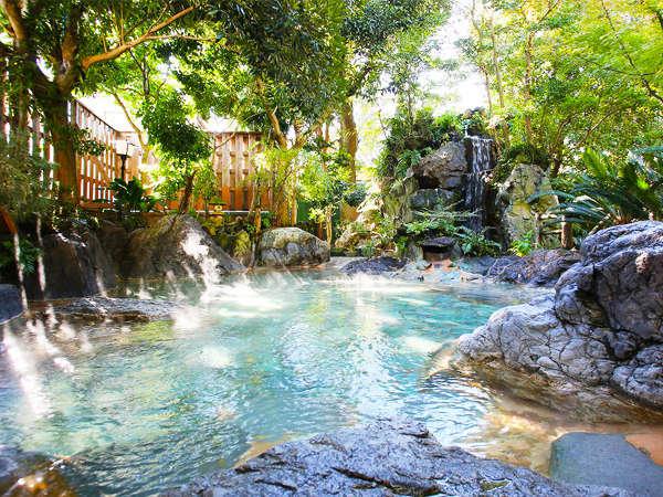 【露天風呂の宿 ホテル緑風園】まるで森の中に湧く泉のような大露天岩風呂!TVやCMでもおなじみ★