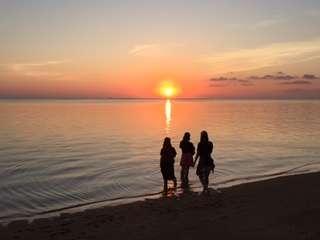 【宿泊無料特典】誰も居ない西表島南海岸に、夕陽鑑賞へご案内。海水浴も可能。