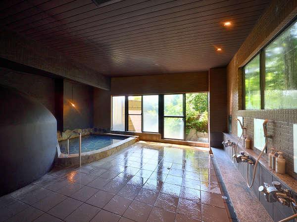 貸切風呂【梟(あうる)の月】温めの湯温でゆったりと効能豊かな温泉をご堪能下さい。