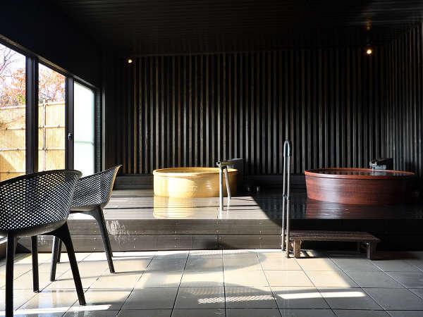 貸切風呂【梟(あうる)の杜】湯温が異なる2つの浴槽でプライベートな湯汲みをお愉しみ頂けます。