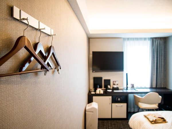必要なものがコンパクトにまとまった客室は、ビジネスにも観光にも最適