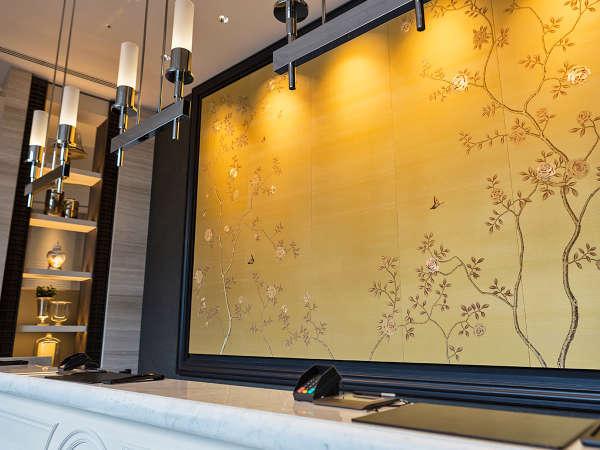 フロント背面には、大阪市北区の花である薔薇の刺繍が施されています