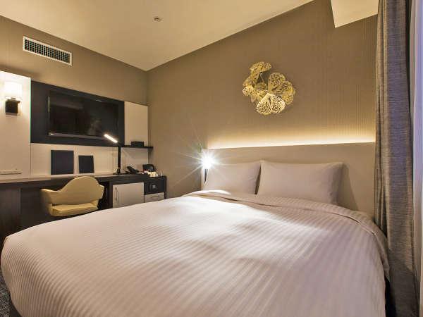 カップルやご夫婦におすすめ!クイーンルームのベッド幅は160cmなのでゆったりお休みいただけます