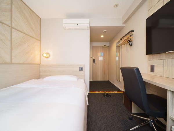 【シングルルーム】140cm幅のベッドを全室完備(2019年4月10日リニューアル)
