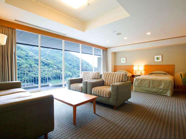 本館最上階9階に位置するデラックスツイン(48㎡)最