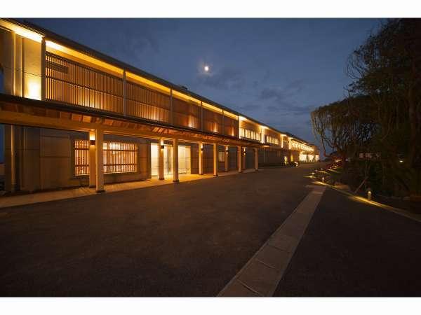 敷地内にはホテル・エステ・日帰り入浴など複数の施設がある。