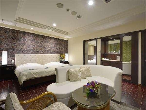 落ち着いた雰囲気に、居住性を重視したリビングと寝室がそれぞれございます。