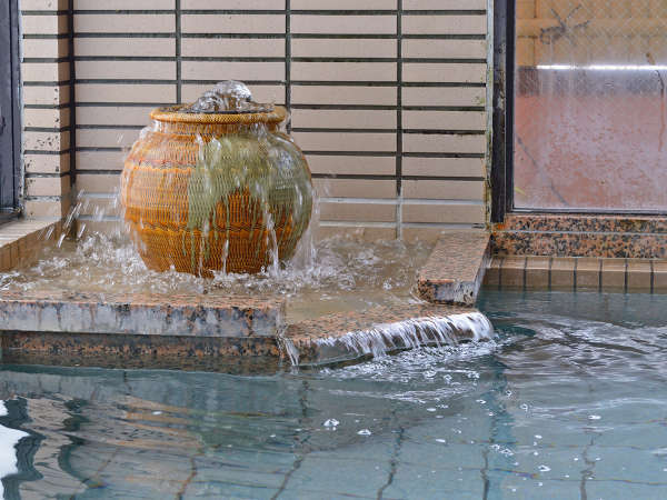 ■温泉■単純アルカリ泉の美肌の湯がこんこんと湧いています。