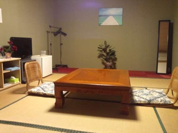 【和室】10畳、ご家族連れならゆっくり和室でおくつろぎください。