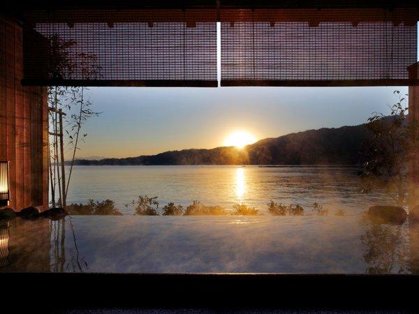 風情あふれるひとときを満喫する絶景露天風呂「望厳の湯」は「貸切予約制有料」となっております。