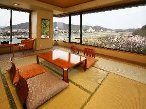 5F 510号室長良川と金華山を同時にお楽しみいただけるお部屋
